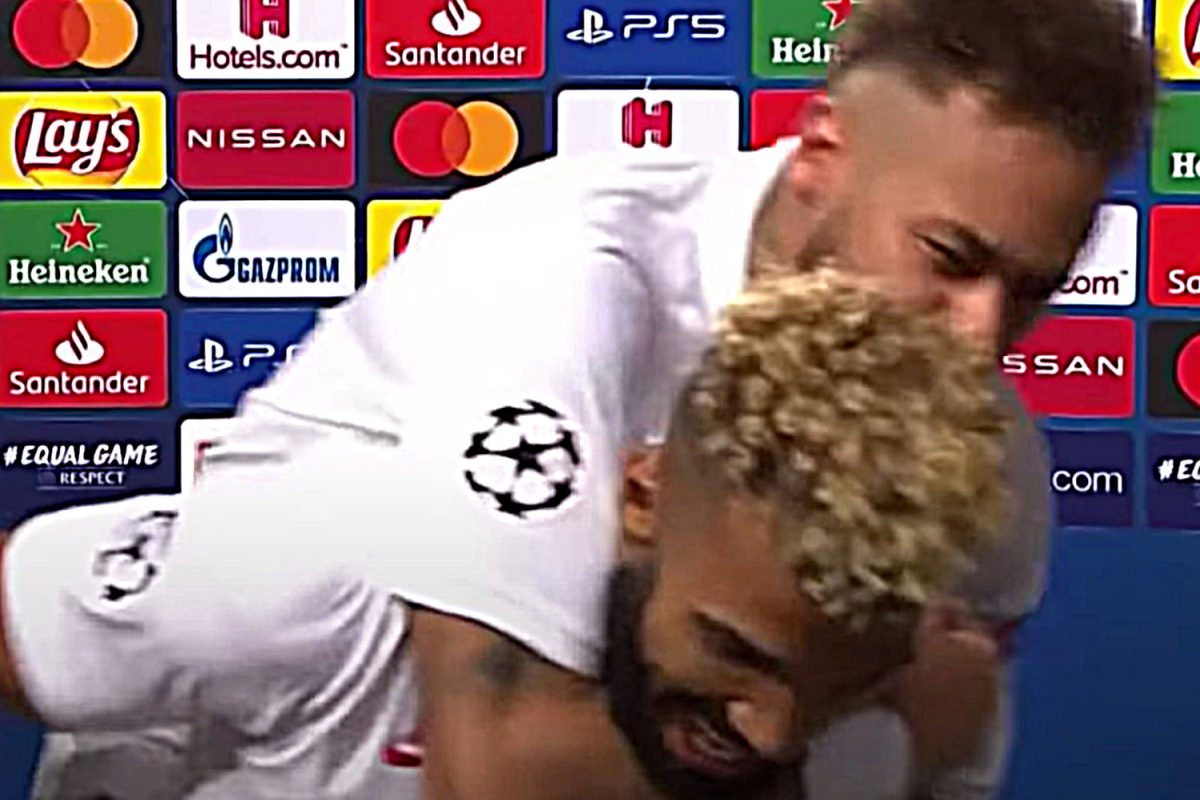 Neymar celebrates with Choupo-Moting after Atalanta win