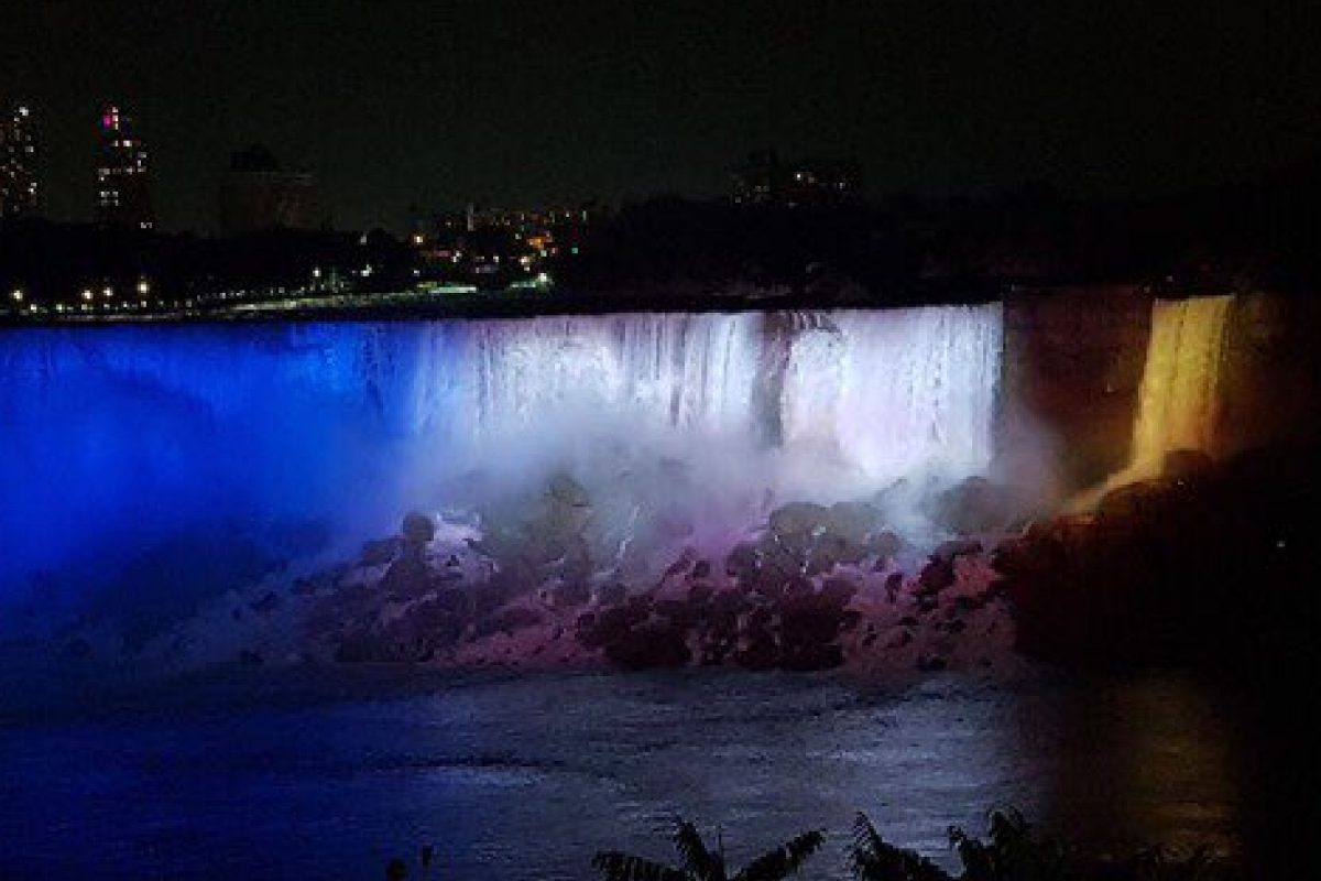 Niagara Falls lit up in Leeds United colours
