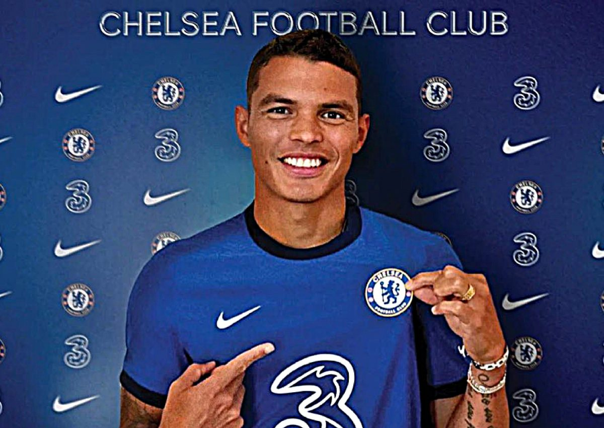 Thiago Silva in Chelsea home kit (1)