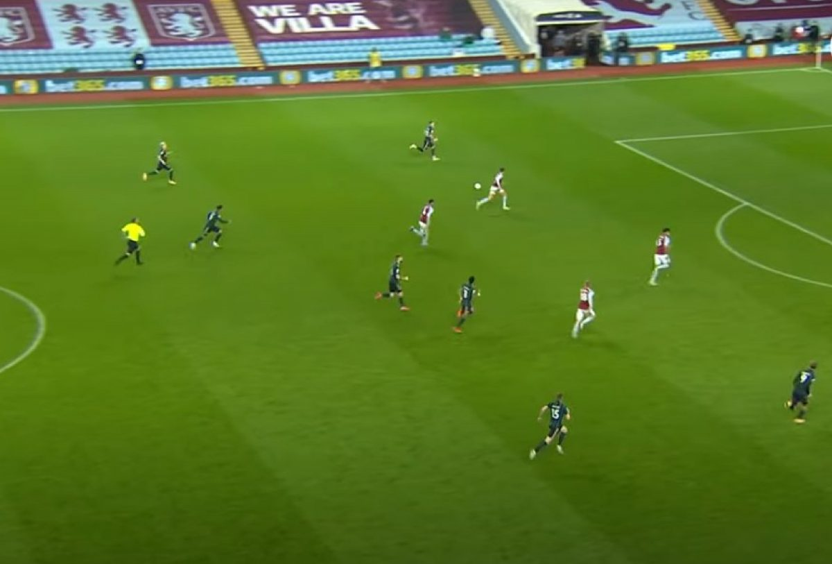 7 Leeds United players bombing forward looking for the 4th goal against Aston Villa