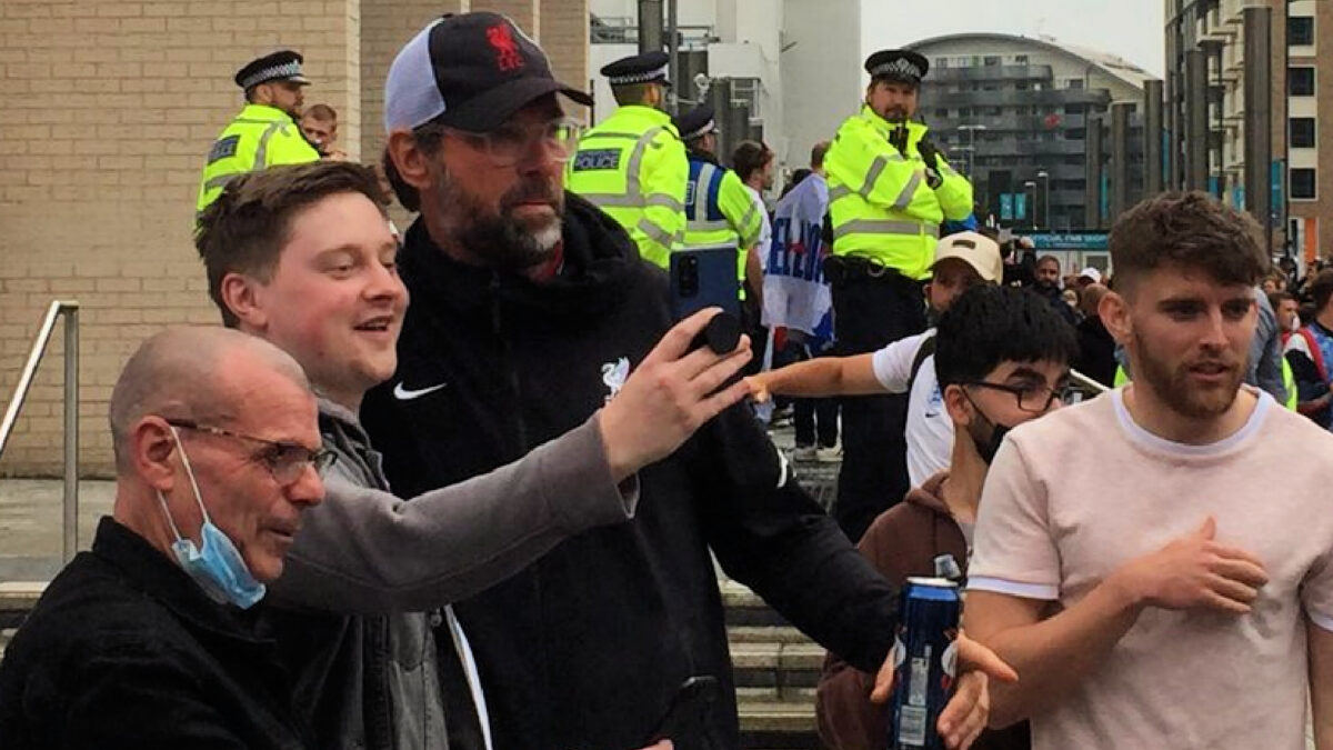 Jurgen Klopp lookalike spotted taking pictures with England fans outside Wembley