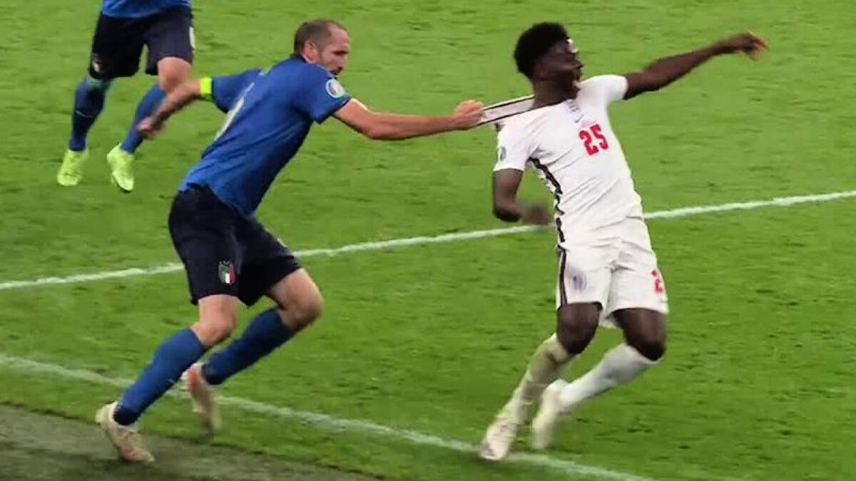Giorgio Chiellini grabbing Bukayo Saka by his collar and bringing him down at Wembley