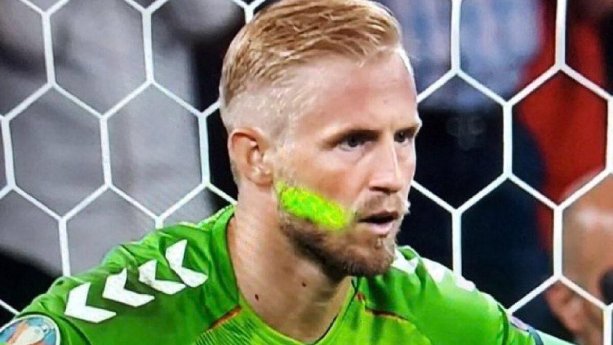 Kasper Schmeichel hit by a laser beam during Harry Kane's penalty