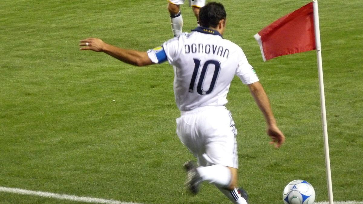 Landon Donovan taking a corner kick for LA Galaxy