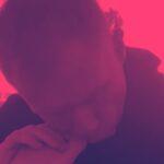 Paul Scholes nibbling on toenails